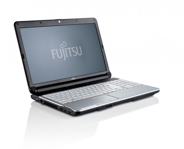 "Fujitsu LIFEBOOK A530 15,6"" HD Core i3-M370 2,40GHz 4GB RAM 320GB HDD DVD Win 10 Pro"
